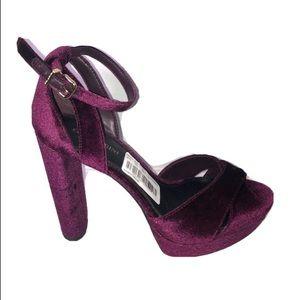 Gianni Bini velvet deep purple ankle strap shoes 8